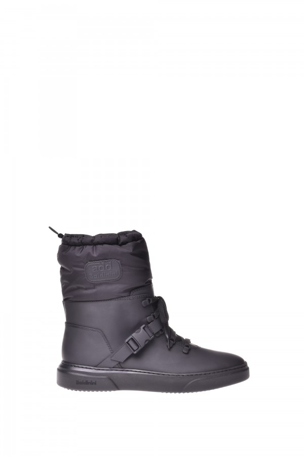 Woman wool-lined low boot...